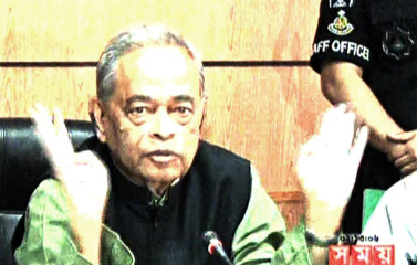 Home Minister Mohiuddin Khan Alamgir addressing a press briefing at Rapid Action Battalion headquarters in the capital on Wednesday. Photo: TV grab