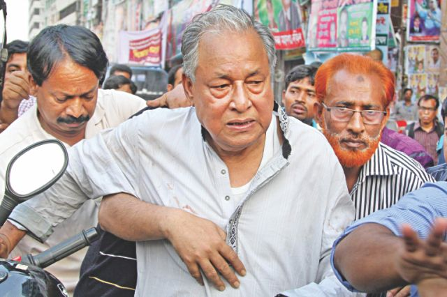 BNP standing committee member Nazrul Islam Khan who were wounded by police rubber bullets. Photo: Star