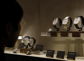 A visitor looks at watches on the Vacheron Constantin booth at the ''Salon International de la Haute Horlogerie'' SIHH exhibition at the Palexpo in Geneva January 21, 2013. Photo: Reuters