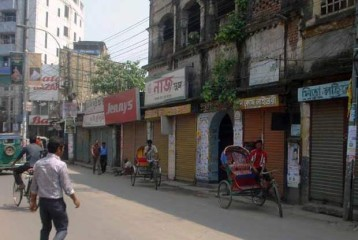 Roadside shops are seen closed while rickshaws remain idle at Zahaj Company intersection in Rangpur city during Wednesday's shutdown enforced by Islami Chhatra Shibir, a student wing of Jamaat-e-Islami. Photo: STAR