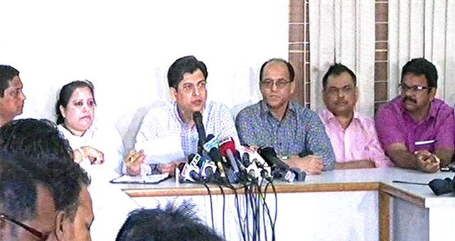 BNP joint secretary general Salahuddin Ahmed (left) announces a 36-hour shutdown from Tuesday at a press briefing at the party headquarters at Nayapaltan Sunday. Photo: TV grab.