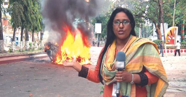 Journalists like Latefa  Ansery Runa carry on doing their job despite the recent escalation of violence.