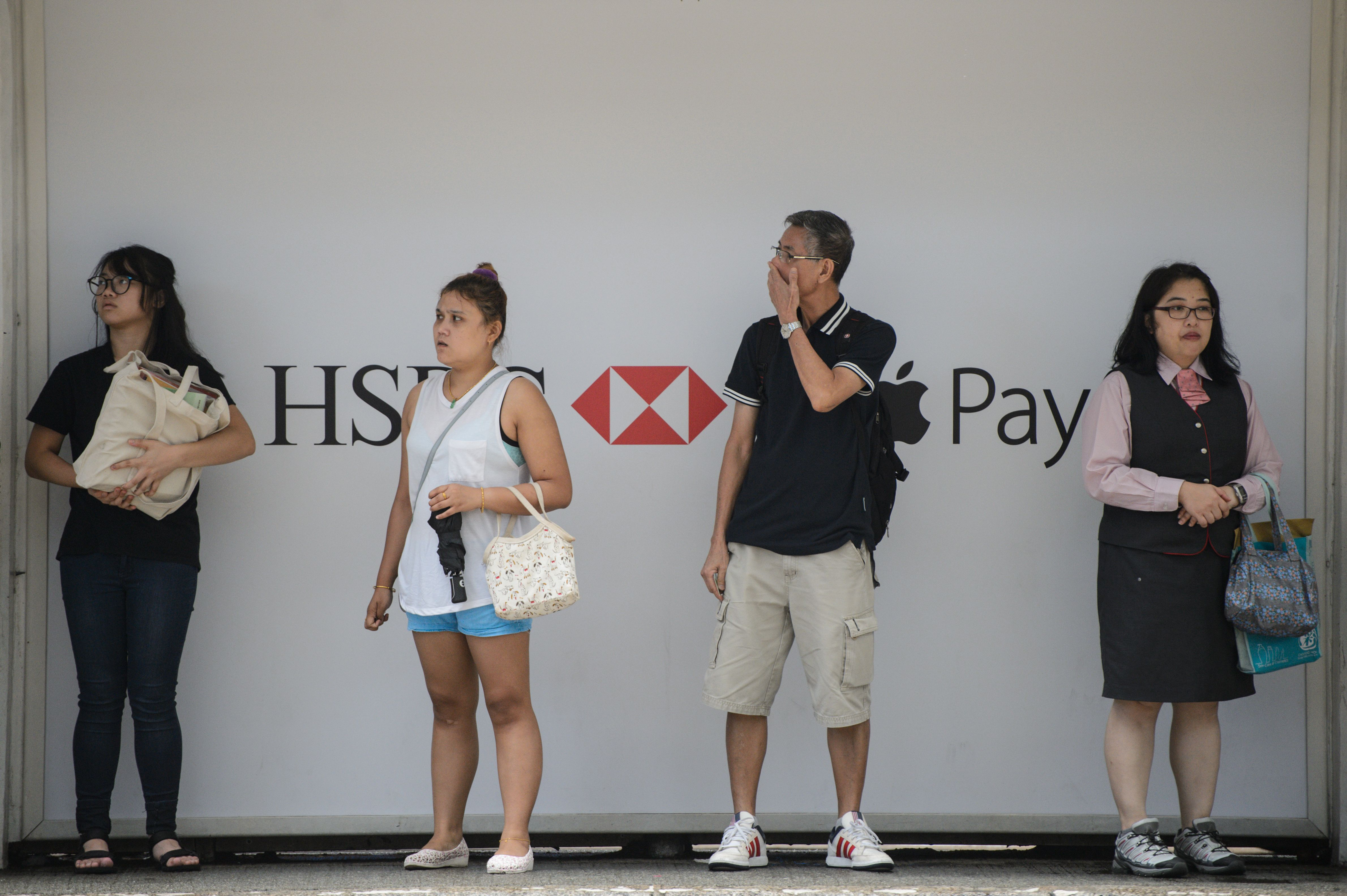 HSBC's $2.5b buy-back boosts shares as bank postpones profit goal | The Daily Star