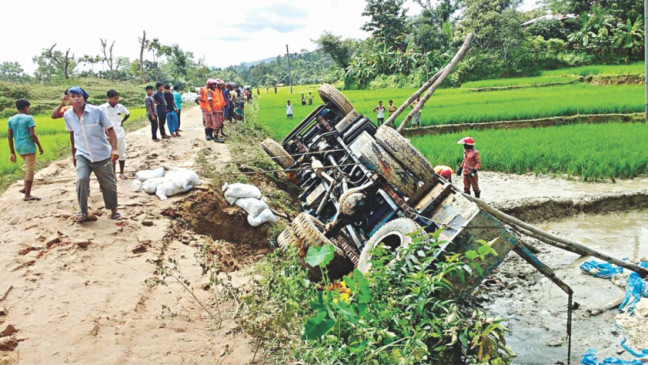 9 killed as Rohingya relief truck crashes