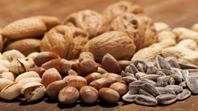 Eating almonds improves 'good' cholesterol, study finds