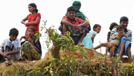 Rohingya refugees gather Thaingkhali refugee camp