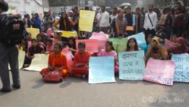 Student protest blocks Nilkhet intersection