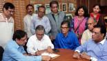 New DU VC Prof Akhtaruzzaman joins office