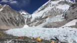 Fears over unauthorised Everest flights
