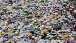 Pilgrims throng Mount Arafat for peak of hajj
