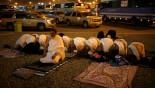 Pilgrims in Muzdalifa prepare for hajj's final stages