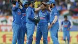 India dismiss Sri Lanka for 215 in 3rd ODI