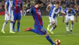 Messi calms booing Nou Camp