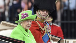 British Queen's 'green screen' outfit sparks hilarious internet reaction