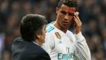 Ronaldo checks face injury using phone