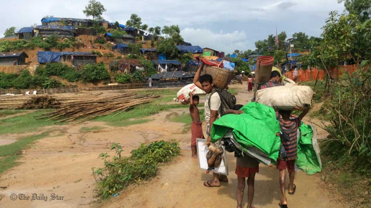 Thousands of Rohingya pour into Bangladesh
