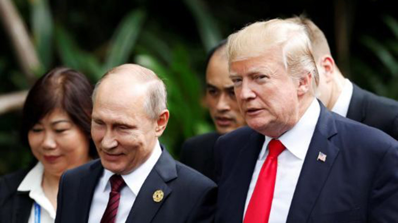 US President Donald Trump and Russian President Vladimir Putin meet briefly on the sidelines of a summit of Asia-Pacific leaders in Vietnam and agree on the need for a political solution to Syria's conflict.