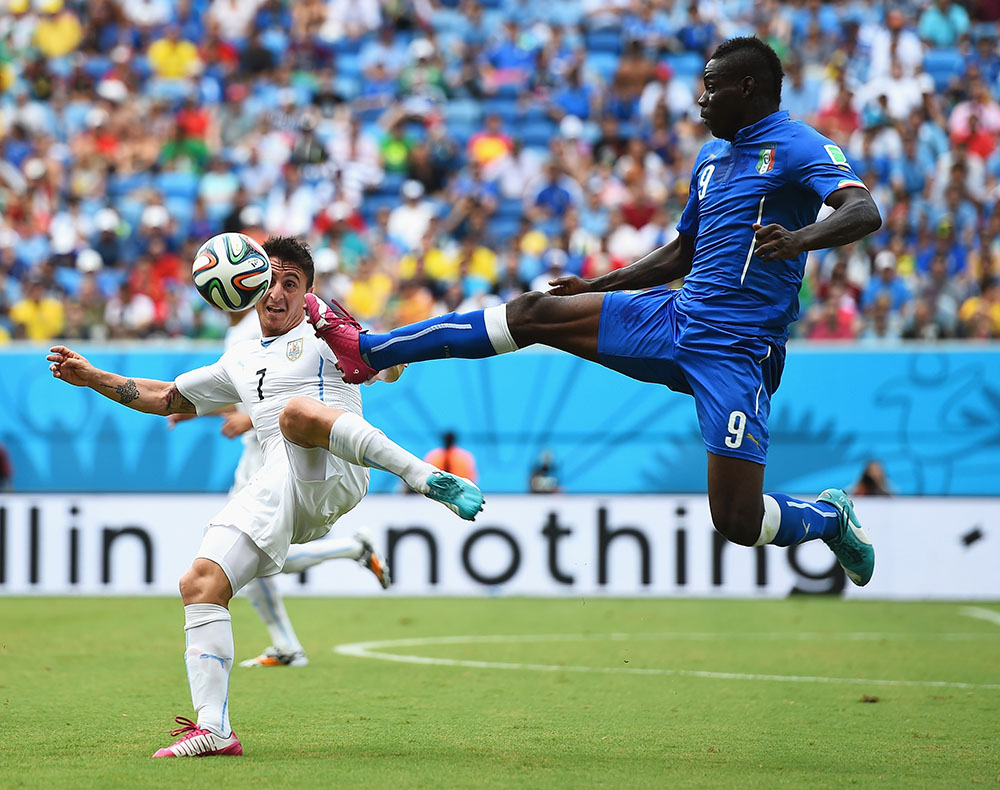 Mario Balotelli of Italy and Cristian Rodriguez of Uruguay compete for the ball during the 2014 FIFA World Cup Brazil Group D match between Italy and Uruguay at Estadio das Dunas on June 24, 2014 in Natal, Brazil. Photo: Getty Images