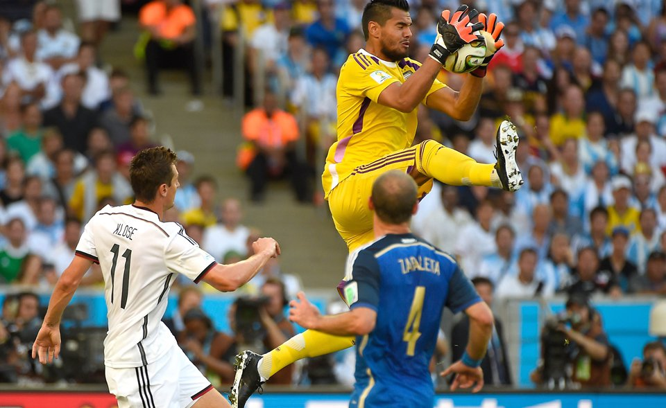 Germany's forward Miroslav Klose (L) looks on as Argentina's goalkeeper Sergio Romero (top makes a save next to Argentina's defender Pablo Zabaleta during the 2014 FIFA World Cup final match at the Maracana Stadium in Rio de Janeiro on July 13, 2014. Photo: Getty Images