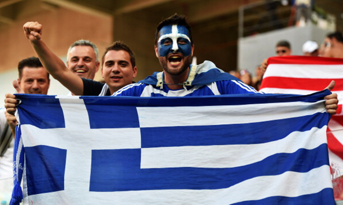 Greek fans cheer prior to a Round of 16 football match between Costa Rica and Greece at Pernambuco Arena in Recife during the 2014 FIFA World Cup on June 29, 2014. Photo: Getty Images