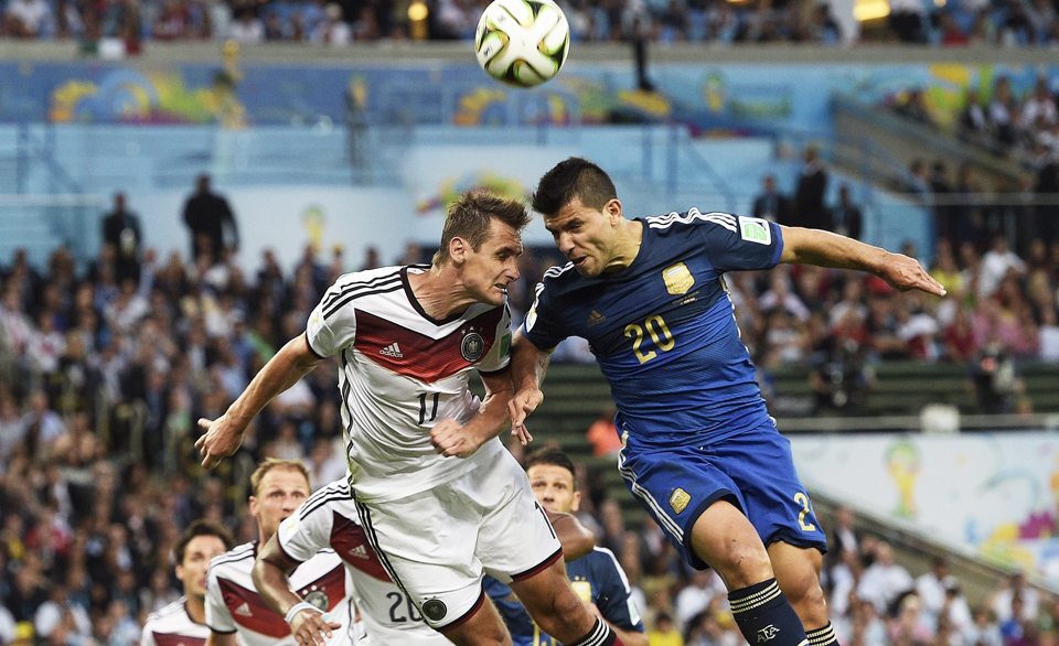 Germany's forward Miroslav Klose and Argentina's forward Sergio Aguero in action during the 2014 FIFA World Cup Brazil Final match between Germany and Argentina at Maracana on July 13, 2014 in Rio de Janeiro, Brazil. Photo: Getty Images