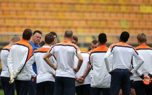 Head coach, Louis van Gaal speaks to his players during the Netherlands training session at the 2014 FIFA World Cup Brazil held at the Estadio Paulo Machado de Carvalho Pacaembu on July 8, 2014 in Sao Paulo, Brazil. Photo: Getty Images