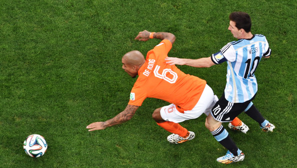 Netherlands' midfielder Nigel de Jong (L) and Argentina's forward and captain Lionel Messi vie for the ball during their semi-final match at The Corinthians Arena in Sao Paulo on July 9, 2014. Photo: Getty Images