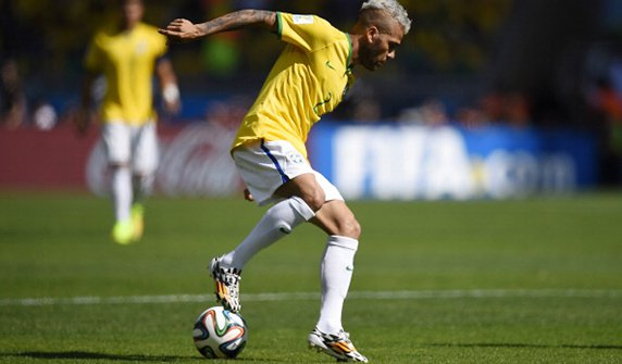 Brazil's defender Dani Alves controls the ball during the round of 16 football match between Brazil and Chile at The Mineirao Stadium in Belo Horizonte during the 2014 FIFA World Cup on June 28, 2014. Photo: Getty Images