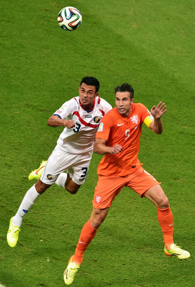 Costa Rica's defender Giancarlo Gonzalez (L) vies with Netherlands' forward and captain Robin van Persie during their World Cup Quarter Final match at Arena Fonte Nova on July 5, 2014 in Salvador, Brazil. Photo: Getty Images