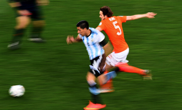 Argentina's midfielder Enzo Perez (C) and Netherlands' defender Daley Blind vie for the ball during the semi-final football match between Netherlands and Argentina of the FIFA World Cup at The Corinthians Arena in Sao Paulo on July 9, 2014. Photo: Getty Images