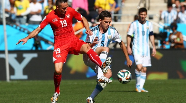 Josip Drmic of Switzerland and Fernando Gago of Argentina compete for the ball during the 2014 FIFA World Cup Brazil Round of 16 match between Argentina and Switzerland at Arena de Sao Paulo on July 1, 2014 in Sao Paulo, Brazil. Photo: Getty Images