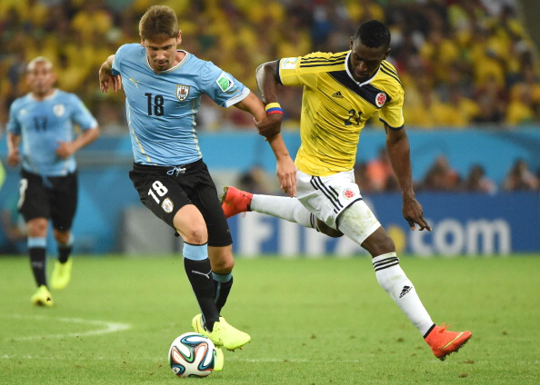 Uruguay's midfielder Gaston Ramirez (L) vies with Colombia's forward Jackson Martinez, during the Round of 16 football match between Colombia and Uruguay at the Maracana Stadium in Rio de Janeiro during the 2014 FIFA World Cup on June 28, 2014. Photo: Getty Images