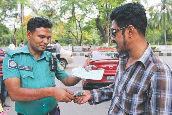 The driver of the sports car paying the Tk 1,250 fine. Photo: Amran Hossain