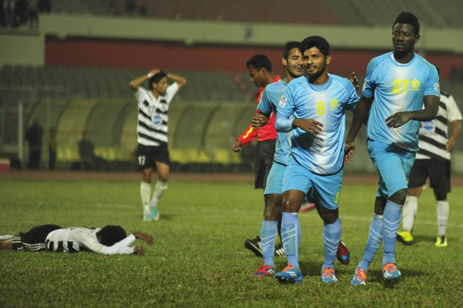 Abahani players, led by goalscorer Osei Morison (R), celebrate their 1-0 win over a dejected Mohammedan side in their Bangladesh Premier League encounter at the Bangabandhu National Stadium yesterday. PHOTO: STAR