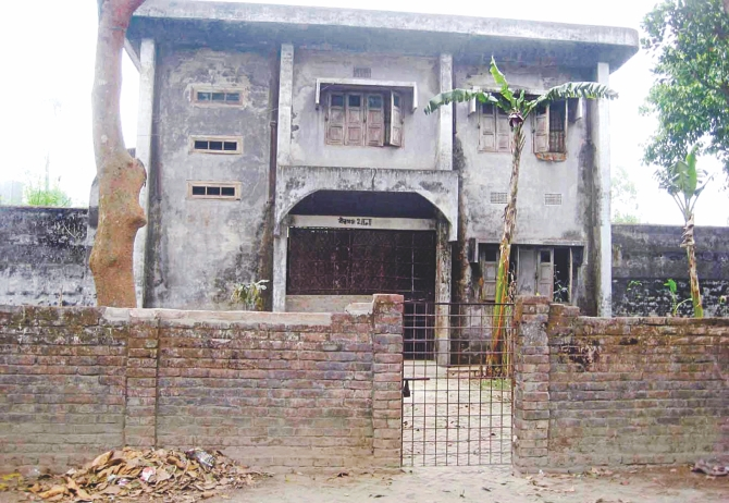 The premises of this long abandoned sub jail in Birganj upazila under Dinajpur district often serve as a safe haven for drug addicts and anti-social elements. PHOTO: STAR