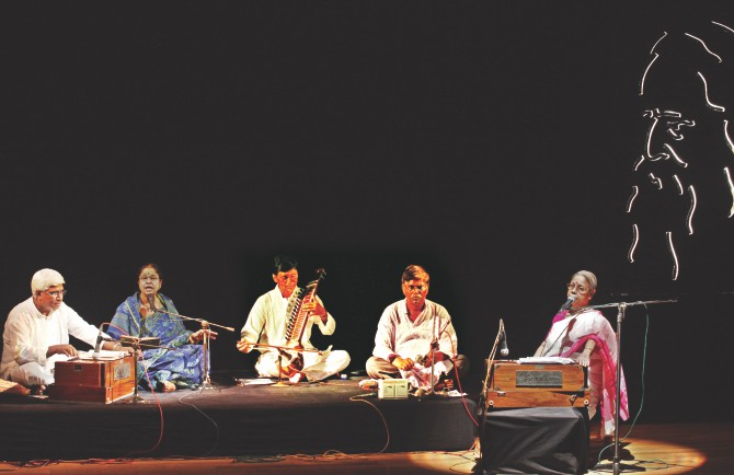 Abdul Wadul (L) and Fahmida Khatun (2-L) perform while Dr. Sanjida Khatun (R) narrates. Photo: Prabir Das