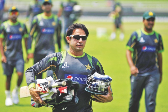 Star Pakistan spinner Saeed Ajmal carries his gears ahead of a batting practice session at the Sher-e-Bangla National Stadium in Mirpur yesterday. PHOTO: STAR