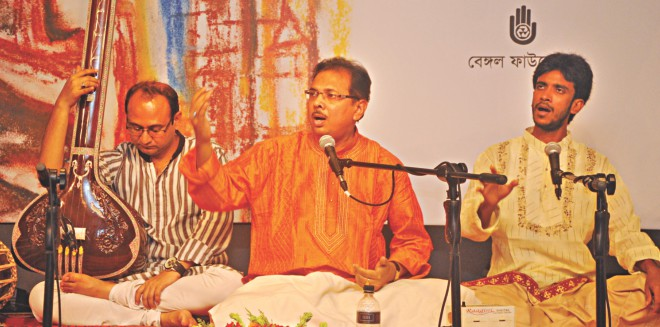Dr. Asit Roy and Md. Alamgir Parvez perform a jugalbandi.  Photo Courtesy: Bengal Foundation