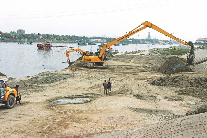 Bangladesh Inland Water Authority (BIWTA) removes earth, which has been dumped by grabbers encroaching upon the Shitalakkhya near Kanchpur bridge yesterday. The earth-filling was carried out by the people allegedly backed by Narayanganj city councillor Nur Hossain, also the prime accused of a recent seven-murder.Photo: Sk Enamul Haq