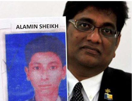 Claiming damages: Raveen holding up a photo of Alamin who is currently in an Immigration detention centre. Photo: The Star