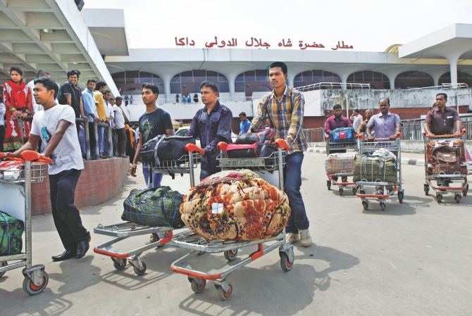 Bangladeshi workers arrive at Shahjalal International Airport yesterday. They were paid less than a quarter of their promised salary in Sudan. Photo: Rashed Shumon