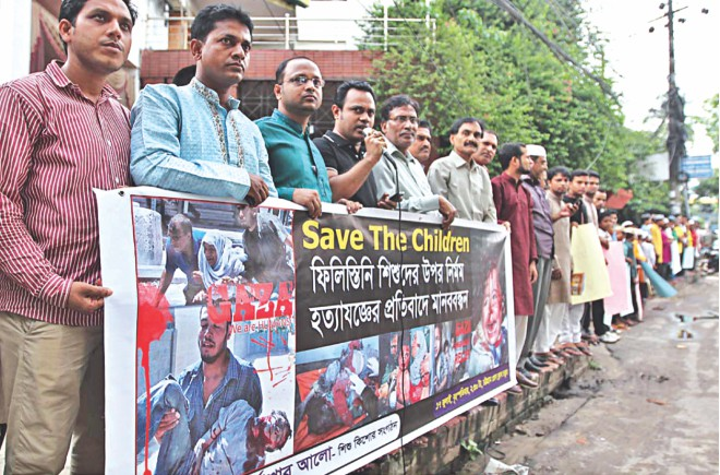 Purbashar Alo, an organisation that works with children, forms a human chain in front of Chittagong Press Club. Photo: Star
