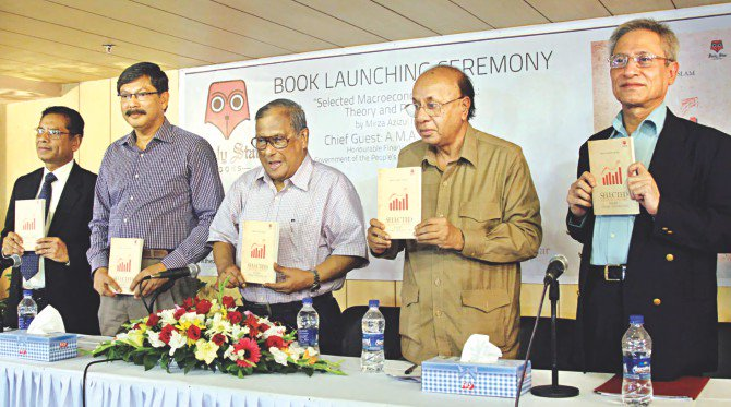 From left, Mustafizur Rahman, executive director of Centre for Policy Dialogue; MA Taslim, an economics professor at Dhaka University; Akbar Ali Khan, former finance adviser to caretaker government; AB Mirza Azizul Islam, former finance adviser to caretaker government; and Zahid Hussain, lead economist of World Bank's Dhaka office, pose with the copies of Mirza Azizul Islam's book