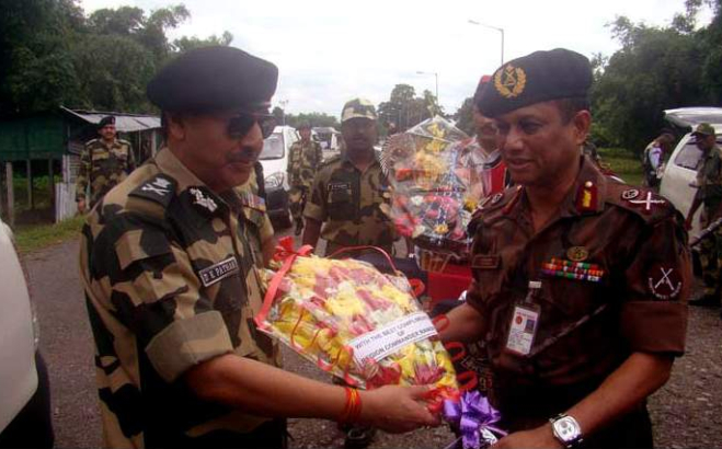 Regional Commander of Border Guard Bangladesh (BOG) Rangpur Brigadier General Latiful Haidar Welcomes Director General of Indian Border Security Force (BSF) DK Pathan offering a bouquet of flowers at the zero point of Banglabandha yesterday morning. Photo: Star