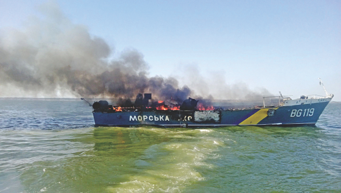 Photo taken on August 31, 2014, shows a burning Ukrainian patrol boat in the Azov Sea near Mariupol, on the Azov Sea coast, after it was targeted by alleged Russian shelling. Photo: AFP