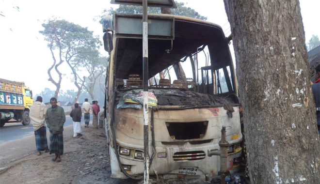 Gas cylinder of this bus exploded near the Brac office on Rangpur-Dinajpur road in Palashbari upazila under Gaibandha district on Monday night, causing burn injuries to 35 passengers. PHOTO: STAR