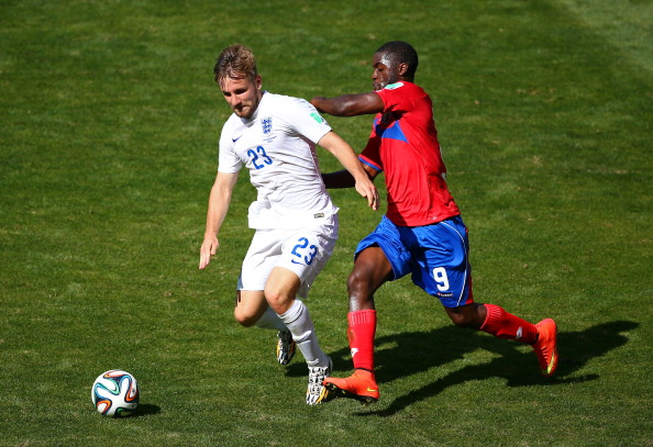 Luke Shaw of England controls the ball against Joel Campbell of Costa Rica during the 2014 FIFA World Cup Brazil Group D match between Costa Rica and England at Estadio Mineirao on June 24, 2014 in Belo Horizonte, Brazil. Photo: Getty Images