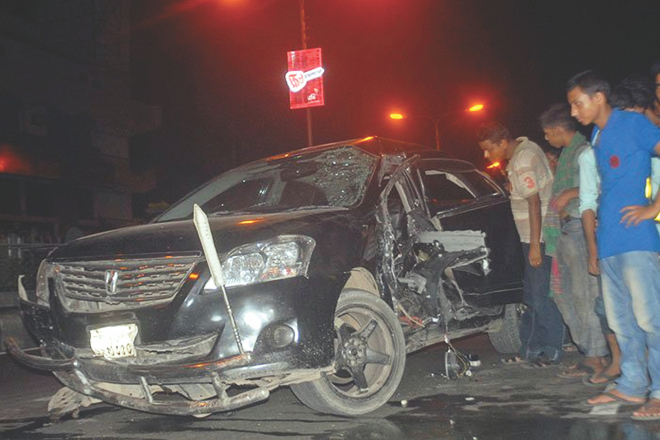 Exiting the Mohakhali flyover at speed, this car rammed into a stationary police van killing a man in the passenger seat around 1:00am yesterday. The photo was taken at the Shaheen College end of the flyover in the capital. Photo: Star