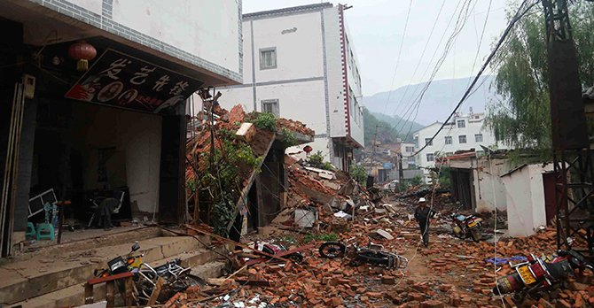 Debris of collapsed houses are seen scattered along a street, after a deadly earthquake hit Longtoushan town on Sunday, in Ludian county, Zhaotong, Yunnan province August 4.Photo: Reuters