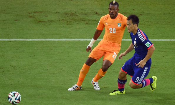 Ivory Coast's midfielder Geoffroy Serey Die (L) vies with Japan's forward Shinji Okazaki during a Group C football match between Ivory Coast and Japan at the Pernambuco Arena in Recife during the 2014 FIFA World Cup on June 14, 2014. Photo: AFP/Getty Images